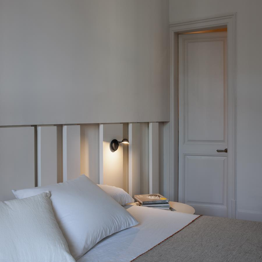 Pin wall lamp by Vibia