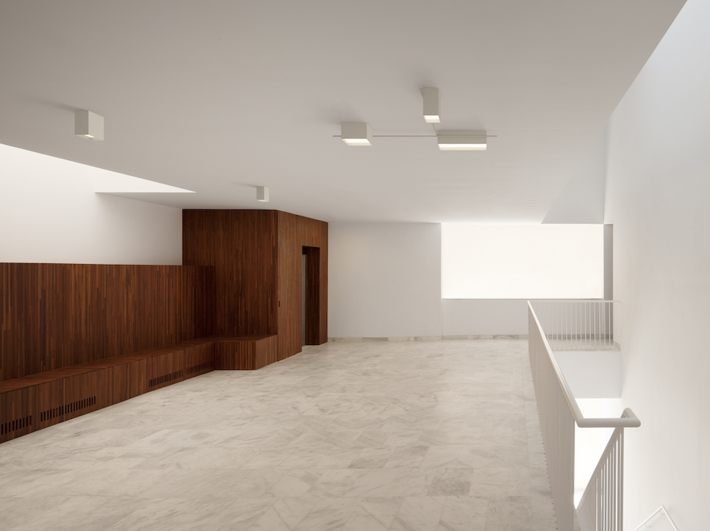 Structural ceiling lamps by Vibia