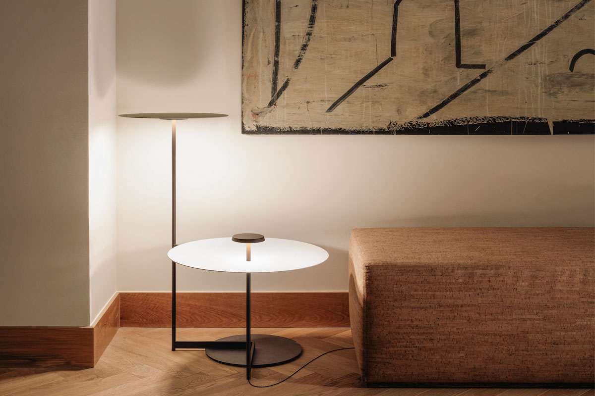 Flat floor lamp by Vibia