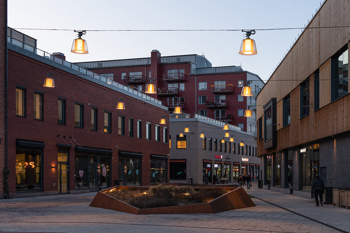 Brass exterior catenary lamps